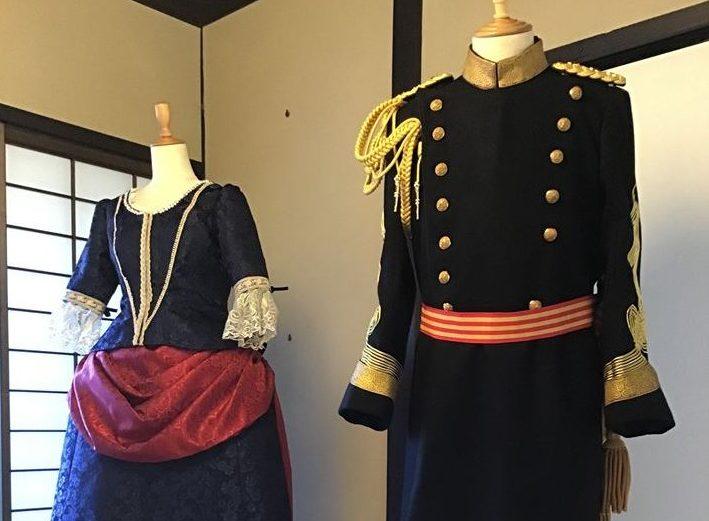 画像:寺内正毅元帥の着用していた大礼服、その時代に流行していた女性用ドレス(鹿鳴館の舞踏会ドレス)の展示をしています