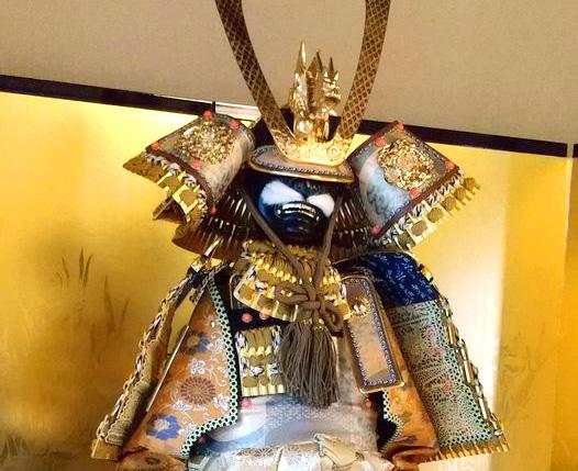 画像:鎧兜を飾り付けました♬